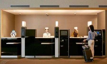 Robot resepsionis di Hotel Hen-na, Jepang (Foto: Daily Telegraph)